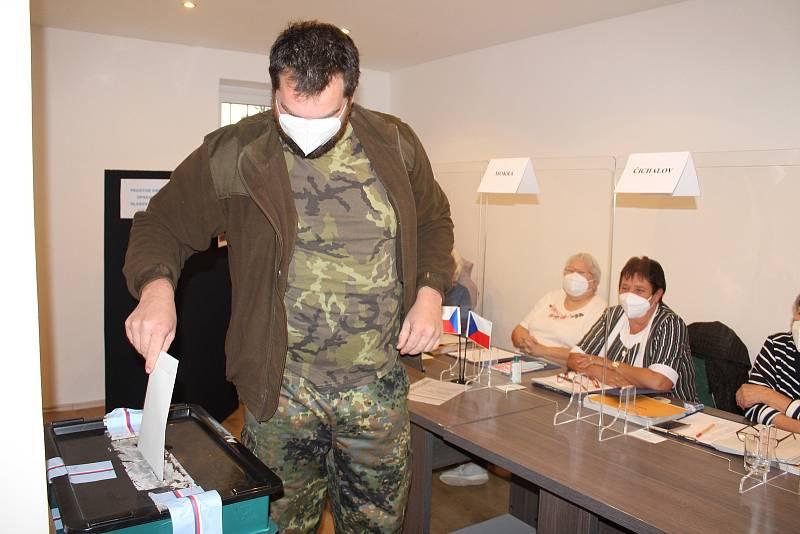 Volby v Čichalově.