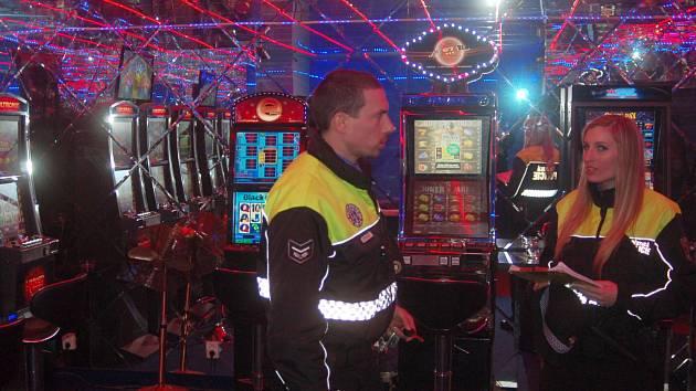 HERNY a dodržování stanovených zásad kontroluje karlovarská městská policie.
