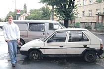 Vraky. Odstavená auta jsou problémem v celém městě.
