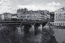 Staré Rybáře: Rytina dnes již neexistujících domů za Chebským mostem (v místě dnešní Elite).