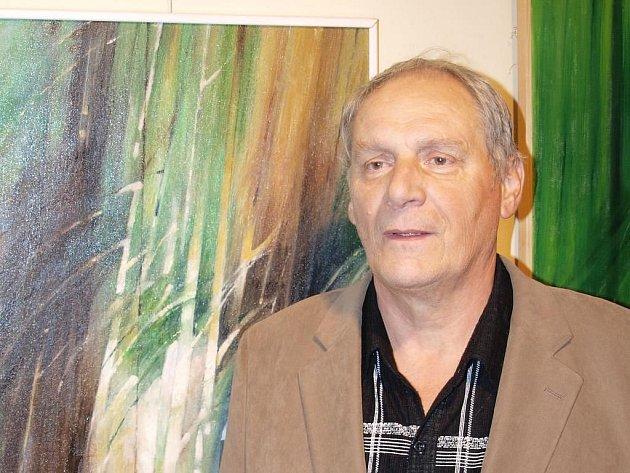 Celoživotní láskou Matouše Vondráka je Šumava.  Pro současnou karlovarskou výstavu v Galerii Imperial  vybral malíř kolekci pětadvaceti obrazů z posledních zhruba čtyř let