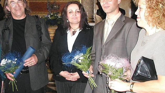 PRAŽSKÝ ÚSPĚCH. Jiří Klsák (vlevo) společně se svými kolegy převzal v Praze za svou publikaci přestižní ocenění.