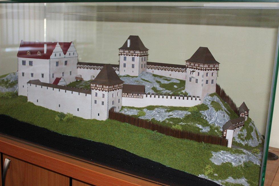 Takto zřejmě vypadal hrad Andělská hora, který opakovaně vyhořel.
