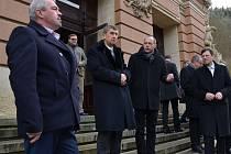 PŘÍSLIB. Ministr Babiš si Císařské lázně prohlédl s primátorem Kulhánkem i s náměstkem Bruštíkem (vlevo).