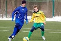 Dorost 1.FC K. Vary (ve žlutém) pokořil Hroznětín 5:0.