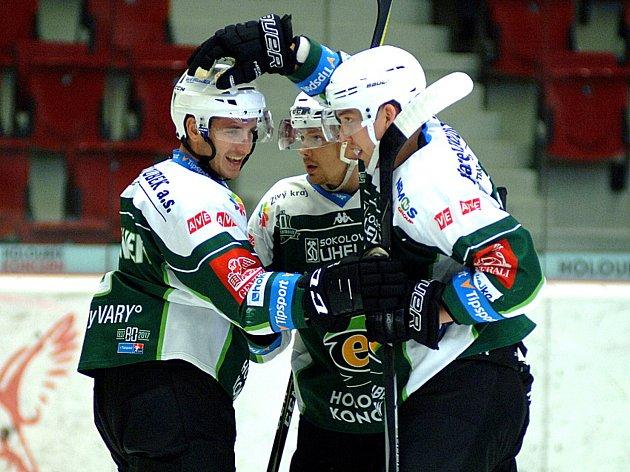 Hokejisté karlovarské Energie (vzeleném) porazili na vlastním ledě Litvínov 5:1.