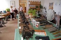 Výstava věnovaná historii výroby rukavic v Abertamech a okolí byla o víkendu k vidění v budově abertamské radnice.