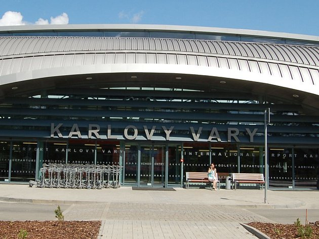 Karlovým Varům ubývají hosté, přestože karlovarské mezinárodní letiště (na snímku) je jediné v zemi, kterému přibývají pasažéři.