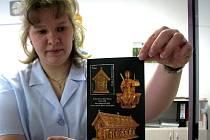 Česká pošta vydala příležitostný aršík s poštovní známkou s motivem relikviáře sv. Maura.