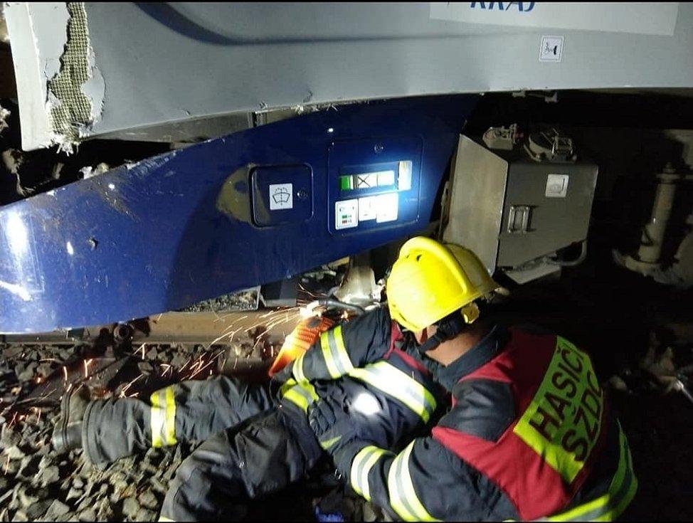 Odstraňování následků tragické nehody u Perninku na Karlovarsku.