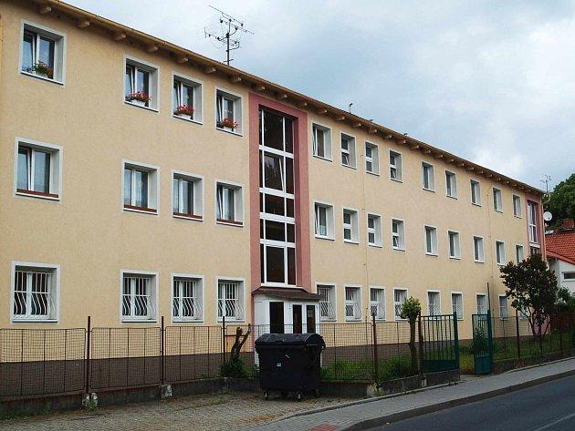 Poněkud rušno je teď kolem Dětského domova Karlovy Vary a Ostrov (ostrovský objekt)