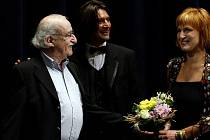 Režisér Juraj Herz (vlevo) a herci Ivan Franěk a Lenka Krobotová při premiéře filmu T.M.A. 7. června při 44. ročníku Mezinárodního filmového festivalu.