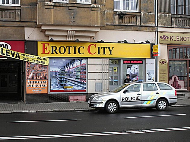 Místo činu. Lupič přepadl prodavačku v prodejně Erotic City.