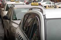 Taxi služba v Karlových Varech má své velké stanoviště u Tržnice