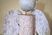 Každý pátek odpoledne se v okně muzea na Nové louce objeví anděl, který u sebe bude mít určitou indicii.