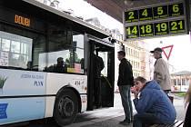 Městskou hromadnou dopravu v některých městech čekají od příštího roku změny.