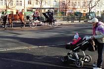 STANOVIŠTĚ FIAKRŮ v centru Karlových Varů. Osiří kvůli dluhům?