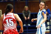 Basketbalistka karlovarské Lokomotivy Katarína Hrabáková