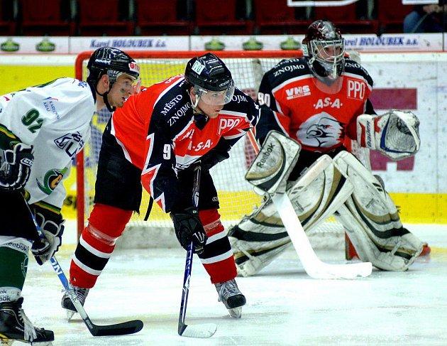 Karlovarští junioři vyhráli první finálové utkání 7:3.