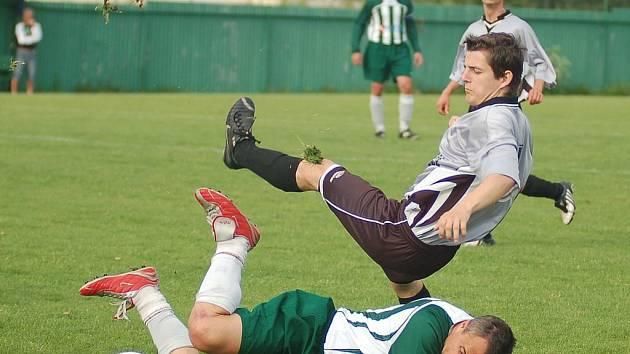 Středeční semifinále krajského poháru mužů, ve kterém se střetl Sedlec s Novým Sedlem, lépe zvládli novosedelští fotbalisté, kteří utkání vyhráli v poměru 5:1.