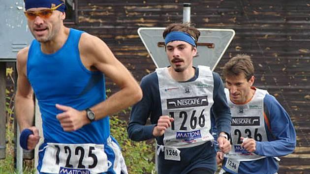 Pořádný běžecký souboj mezi sebou svedli závodníci Švehla a Krupička.