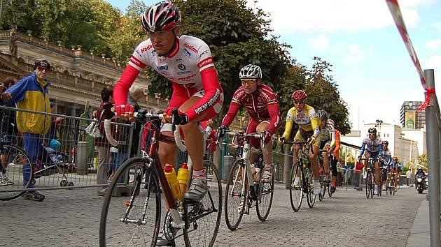 Do Karlových Varů se v sobotu krátce před polednem přihnala první ze tří skupin cyklistů na trati nejstaršího a nejdelšího závodu v Čechách.