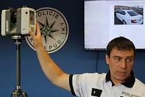 Policisté Karlovarského kraje mají nové vybavení. Naplno již mohou využívat moderní 3D scanner. Sloužit bude především dopravním policistům při zaměřování nehod. Využívat ho budou ale také další oddělení při závažných činech, jako jsou například vraždy.