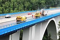 Polovina mostu přes Ohři na silnici R/6 u Sokolova je uzavřena.