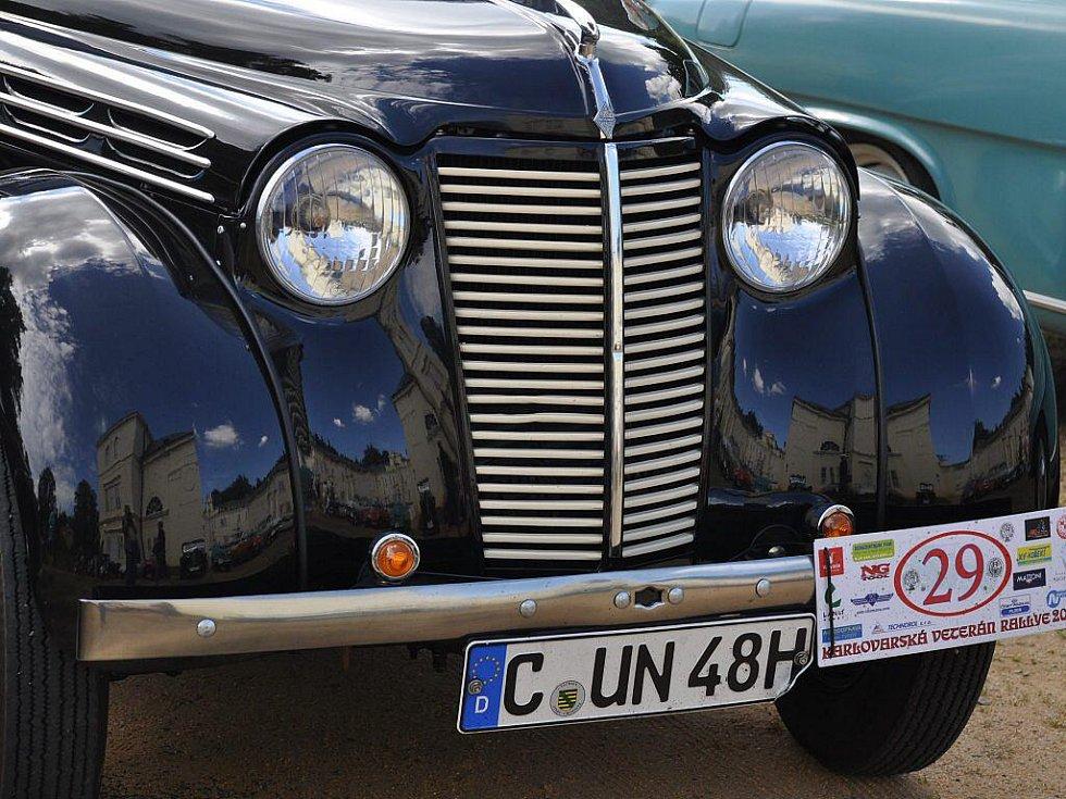 Součástí 10. ročníku Karlovarské veterán rallye byl také výlet na zámek Kynžvart, kde několik desítek historických vozidel vzbudilo velký rozruch mezi návštěvníky. Ti nejvíce obdivovali dva modely  automobilky Rolls Royce a legendární Škodu 1203 VB