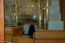 Pan Jan byl v nemocnici. Balík mu však na poště nepozdrželi ani o pár hodin déle. O jeho situaci nevěděli. (Ilustrační foto.)