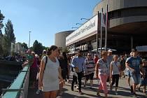 Davy filmových návštěvníků opanovaly Karlovy Vary.