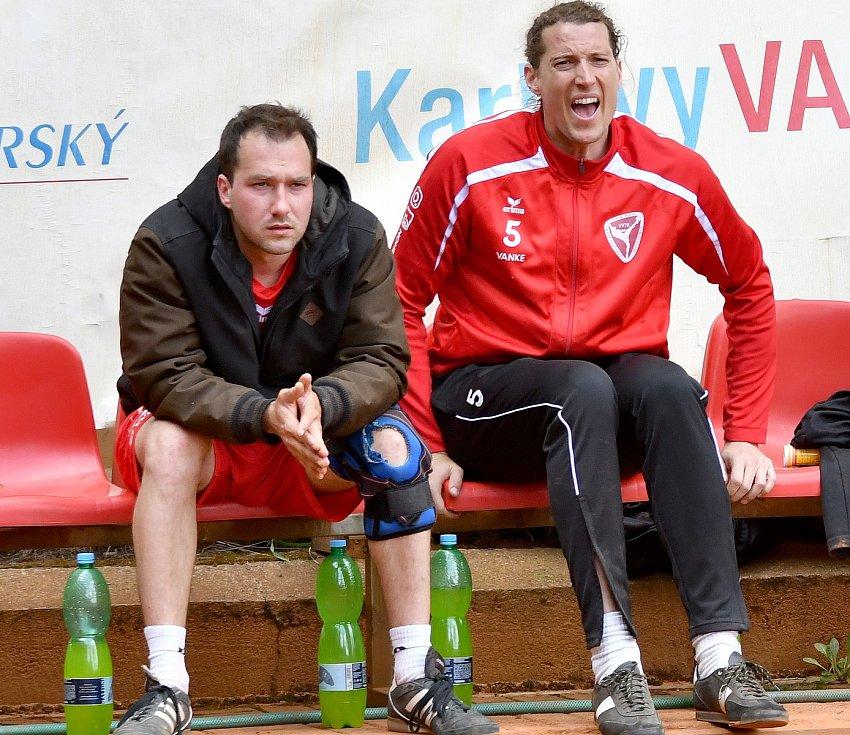 """Po více než dvouměsíční """"koronavirové"""" pauze se karlovarský nohejbal opět hlásí o slovo. Do nové soutěžní sezony vstupují jak ligové týmy SK Liapor Witte, tak oddíly hrající v regionálních soutěžích."""