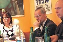 Jednat budeme, ale... Členové hnutí Doktoři (na snímku) budou při pondělním smírčím jednání se svými koaličními partnery ČSSD a KSČM trvat na svém. Chaos do nemocnic vznést nechtějí.