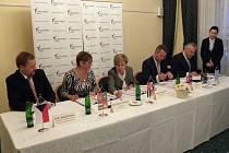 Podpis smlouvy o přeshraniční spolupráci záchranných služeb.