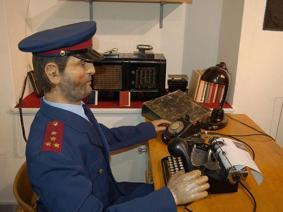 V karlovarském muzeu se uskutečnila vernisáž výstavy Revoluční listopad 1989.