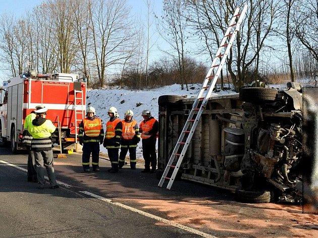 Nehoda pancéřového vozu na přepravu peněz na Karlovarsku