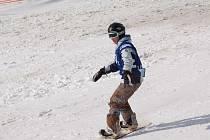 OBLÍBENÁ PRKNA. Na Neklidu se vyznavačům snowboardu vždy líbilo.
