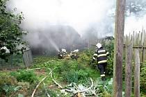 Likvidaci požáru komplikovalo množství tlakových lahví