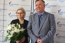 NÁVŠTĚVA ZE SEVERU. Finská velvyslankyně Helena Tuuri a krajský radní Jaroslav Bradáč.