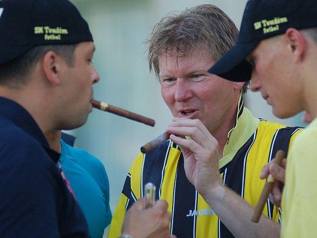 Vítězný divizní doutník provoněl Toužim ihned po odehraném závěrečném kole krajského přeboru, ve kterém v duelu se Starou Rolí rozhodli Toužimáci o svém historickém postupu.