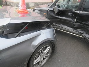 Otáčel se s vozidlem, ale naboural jiné auto