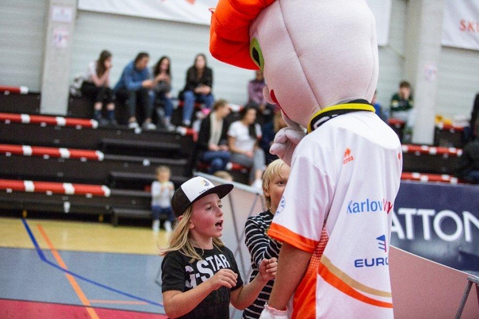 Atlet Jakub Süssenbeck propůjčuje maskotu Varů nejen v domácích bitvách svou identitu.