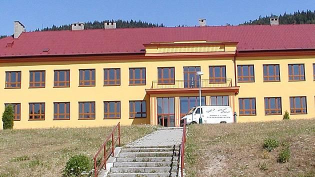 Rekonstruovaná škola v Hroznětíně.