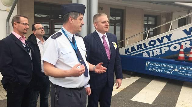 ZVÝŠENÁ BEZPEČNOSTNÍ opatření jsou zavedena i na karlovarském mezinárodním letišti.