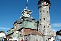 VRCHOL KLÍNOVCE je vyhledávaným cílem turistů.