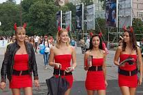 Hostesky různých společností, které se prezentovaly v rámci 44. ročníku Mezinárodního filmového festivalu v Karlových Varech, byly tradiční ozdobou filmové přehlídky.