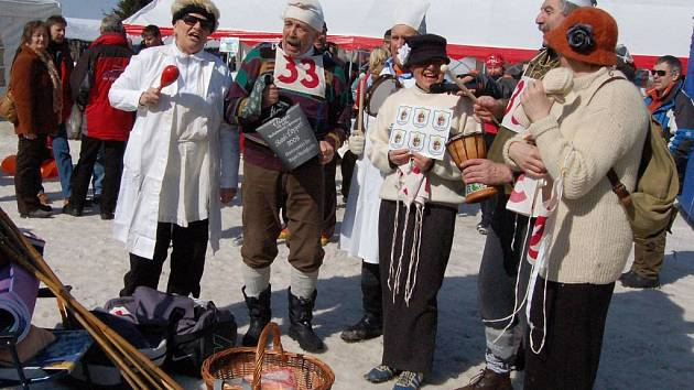 Legrace, sport a historie. To vše se dalo zažít uplynulou sobotu v Abertamech, kde se konal  závod krušnohorských měst a obcí pod názvem 101 let spolku zimních sportů.