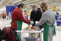 Celkem přes dvanáct tun potravin se podařilo vybrat v potravinové sbírce, která se uskutečnila o uplynulém víkendu.