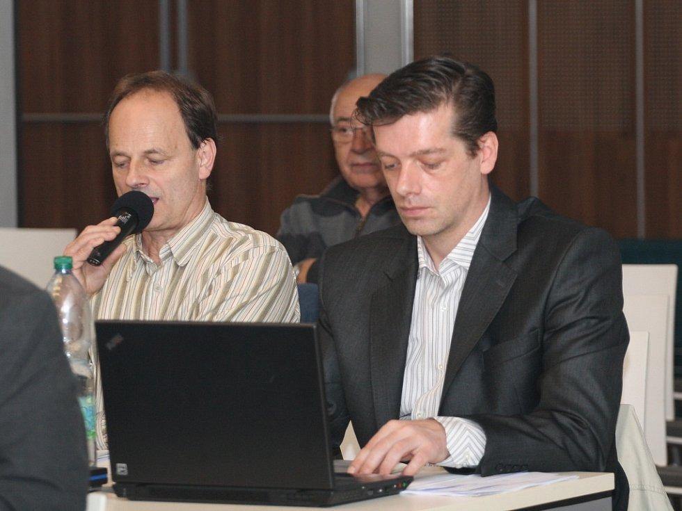 Jednání karlovarského zastupitelstva. O co jim jde?! Otmar Homolka a Jaroslav Fujdiar.