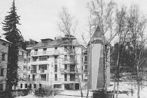 TO NENÍ LEGRACE.  Tento dům, který se nápadně podobá tužce a nazývá se Caran d´Ache, měl vyrůst v křižíkově ulici. Radní ale jeho stavbu neschválili.